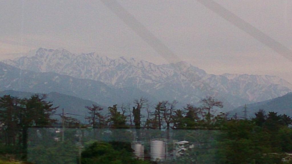 車窓から眺める北アルプスの山々