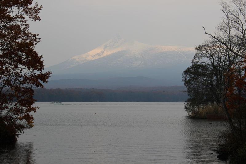 渡月橋から眺める大沼と駒ケ岳