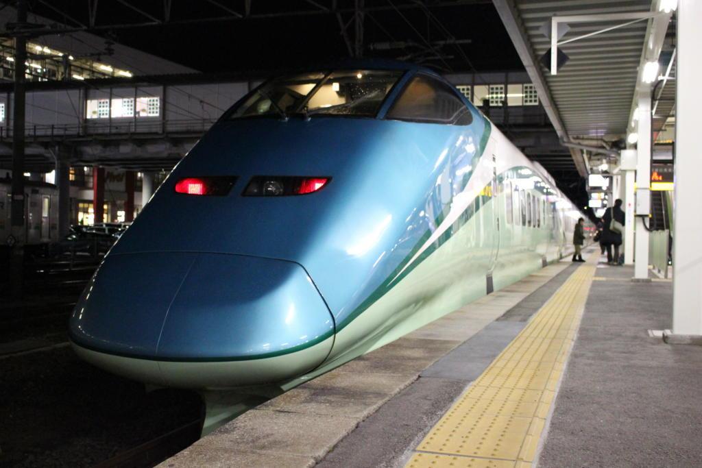 福島駅在来線ホームに到着したとれいゆつばさ号