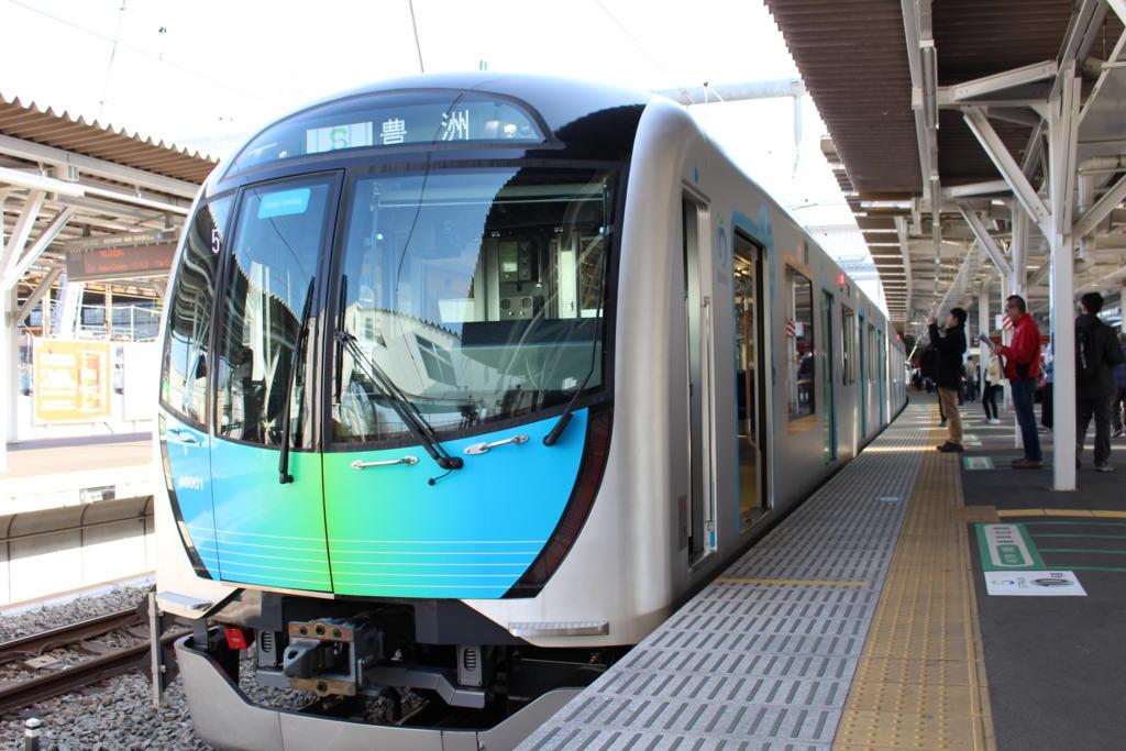 所沢駅に停車中のS-TRAIN