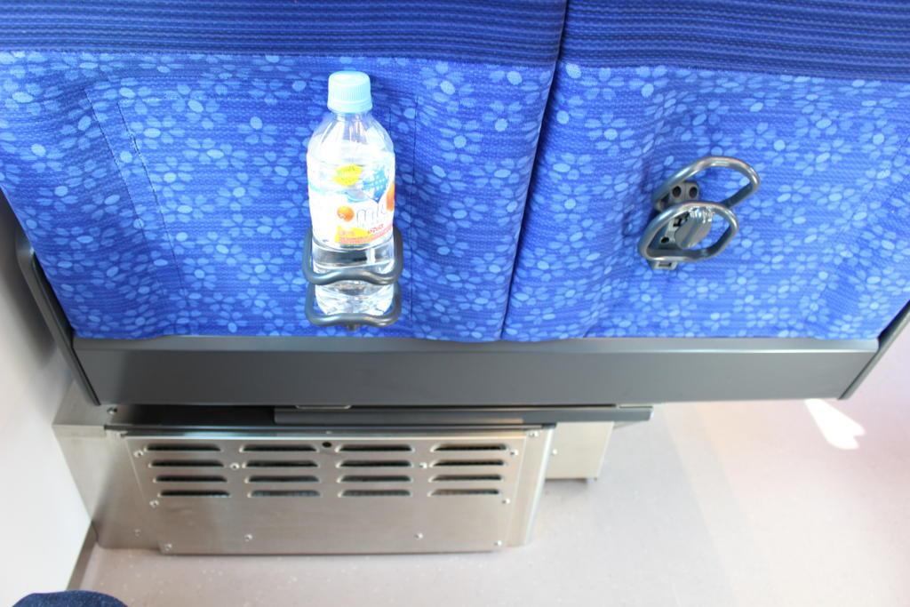 S-TRAINシートのドリンクホルダー
