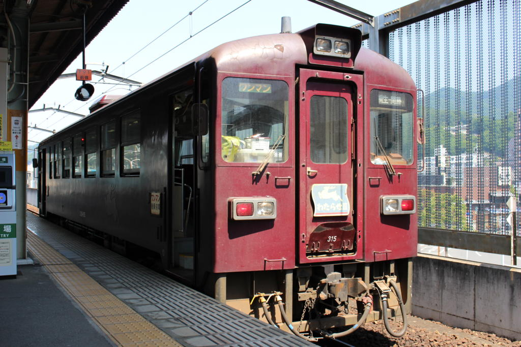 桐生駅に停車中のわ89形気動車