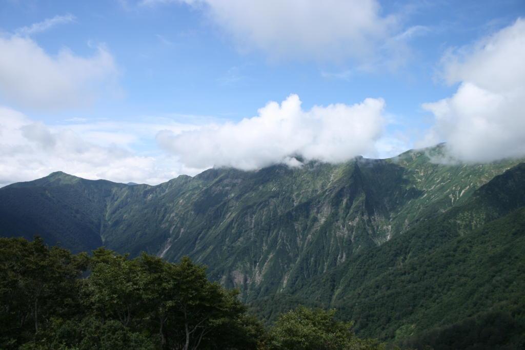 天神峠から見渡す谷川岳