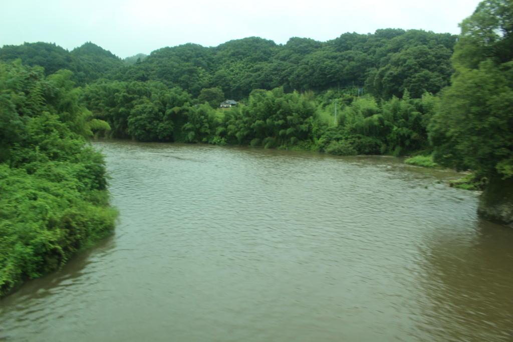 久慈川を鉄橋で渡る