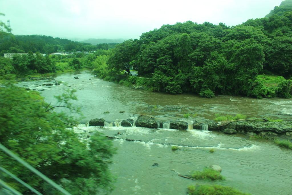 水が濁っている久慈川