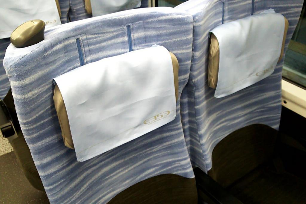 E353系普通車座席の可動式枕