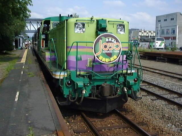 現在でも夏に運行されているトロッコ列車「富良野・美瑛ノロッコ号」