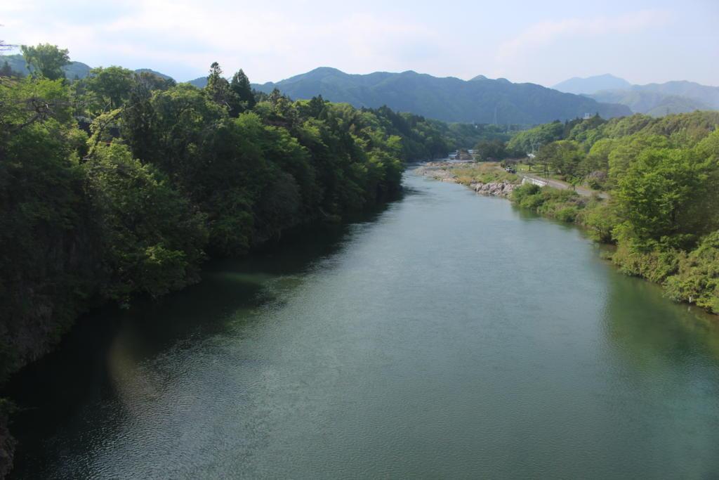途中、三つの川を渡っていきます