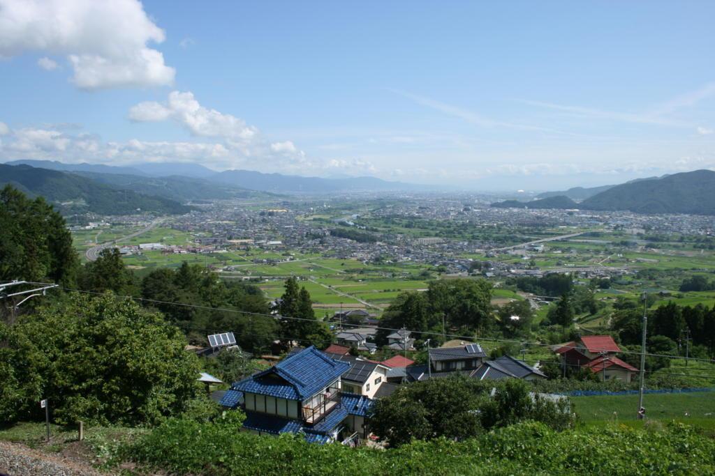 日本三大車窓の一つ、姨捨駅ホームからの善光寺平の眺めは絶景です!