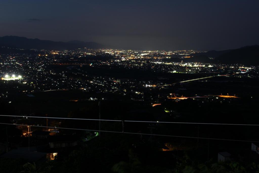 姨捨駅ホームからの善光寺平の夜景(19時56分)