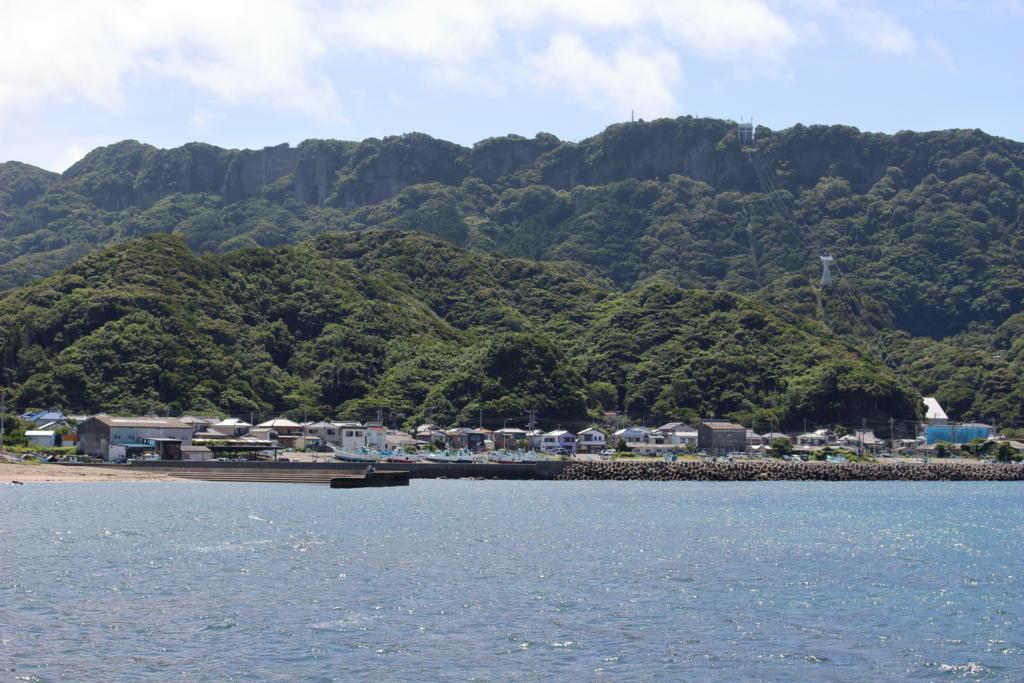 東京湾フェリーから鋸山を眺める