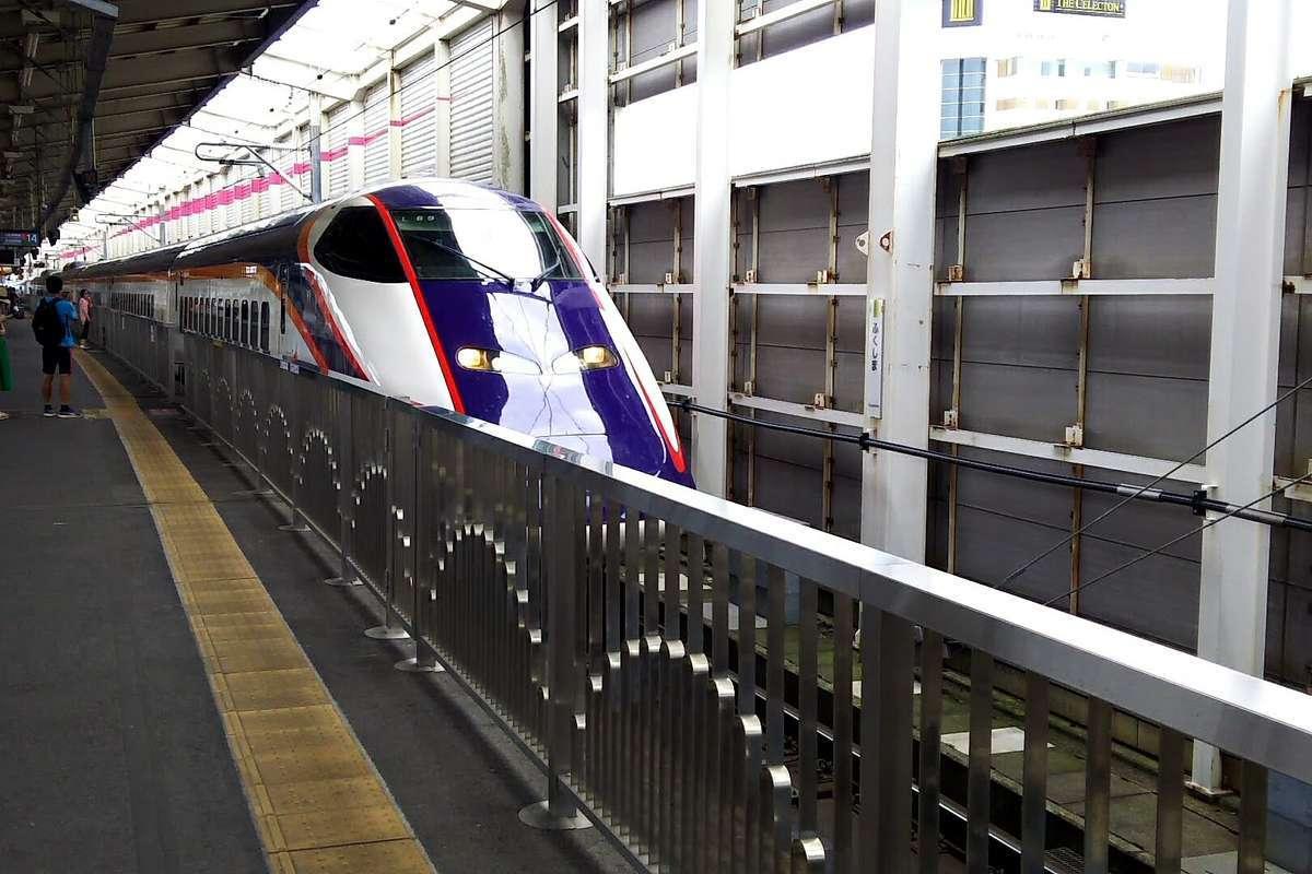 山形新幹線「つばさ」は福島駅14番線から在来線へ