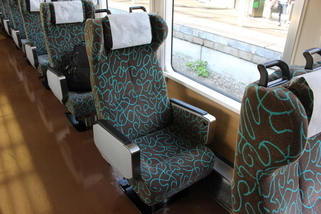 新幹線や特急列車のグリーン車並みの座席