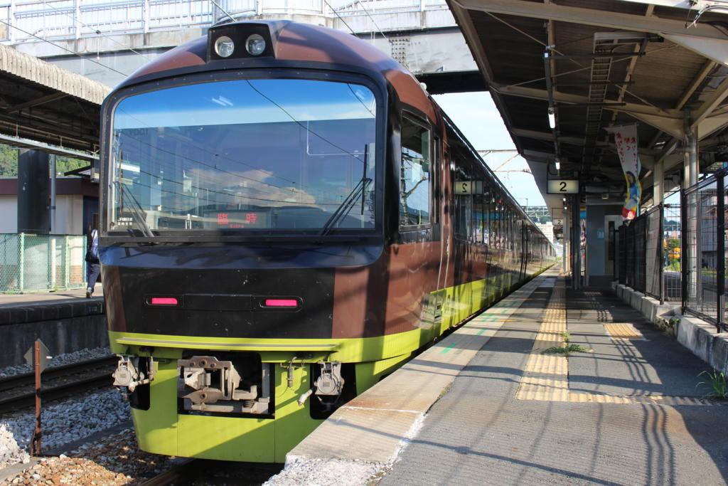沼田駅に停車中の「たんばらラベンダー号」 上野行き
