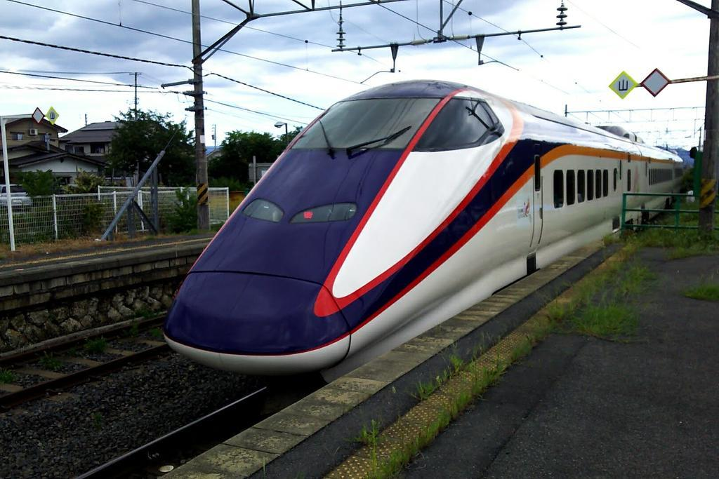 福島~米沢間は普通列車より「つばさ」の本数が圧倒的に多い!