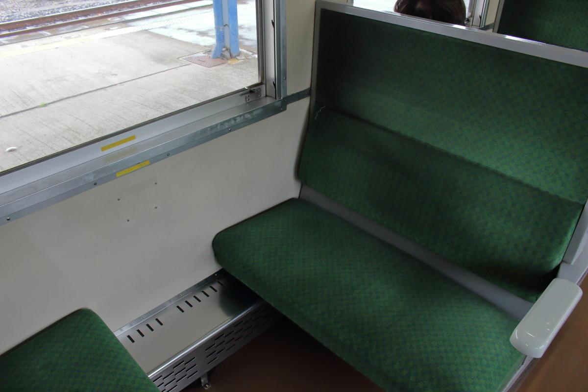 「SLもおか」50系客車のボックスシート