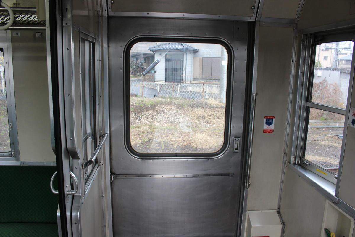 「SLもおか」50系客車の扉 片開きの大きな扉です