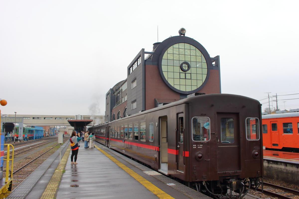 「SLもおか」は真岡駅で10分停車 SL撮影のチャンスです