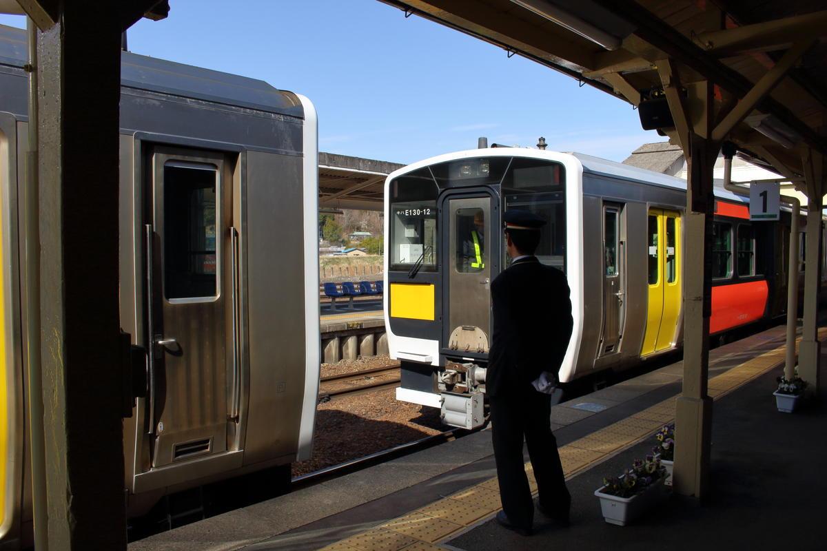 常陸大子駅では増結・解結の作業が行われます
