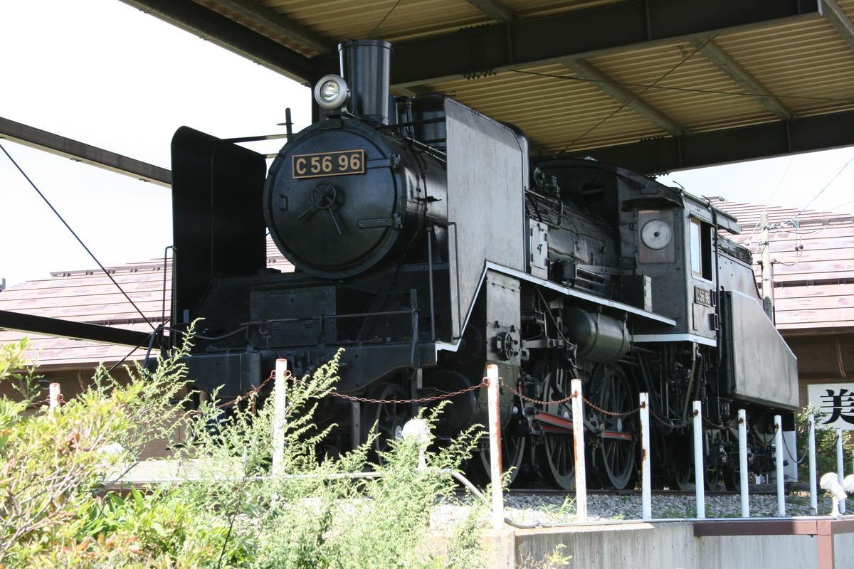 野辺山駅前の銀河公園には蒸気機関車C56-96が保存されています