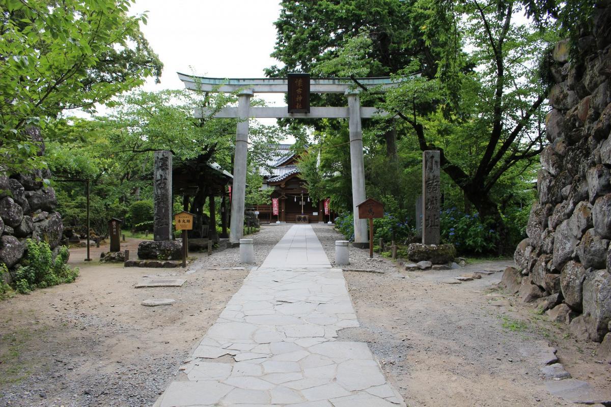 本丸跡には懐古神社があります