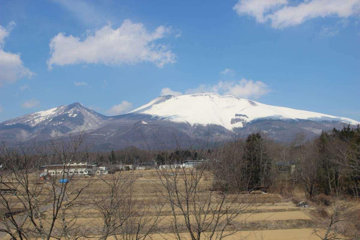 浅間山を望む旧信越本線区間(しなの鉄道)