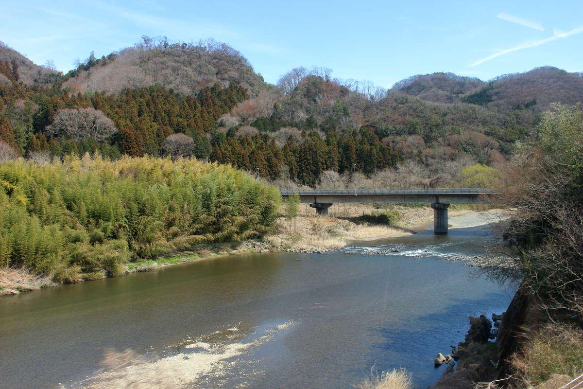 久慈川の流れに沿って進む水郡線 車窓・旅情ともにイチオシ!