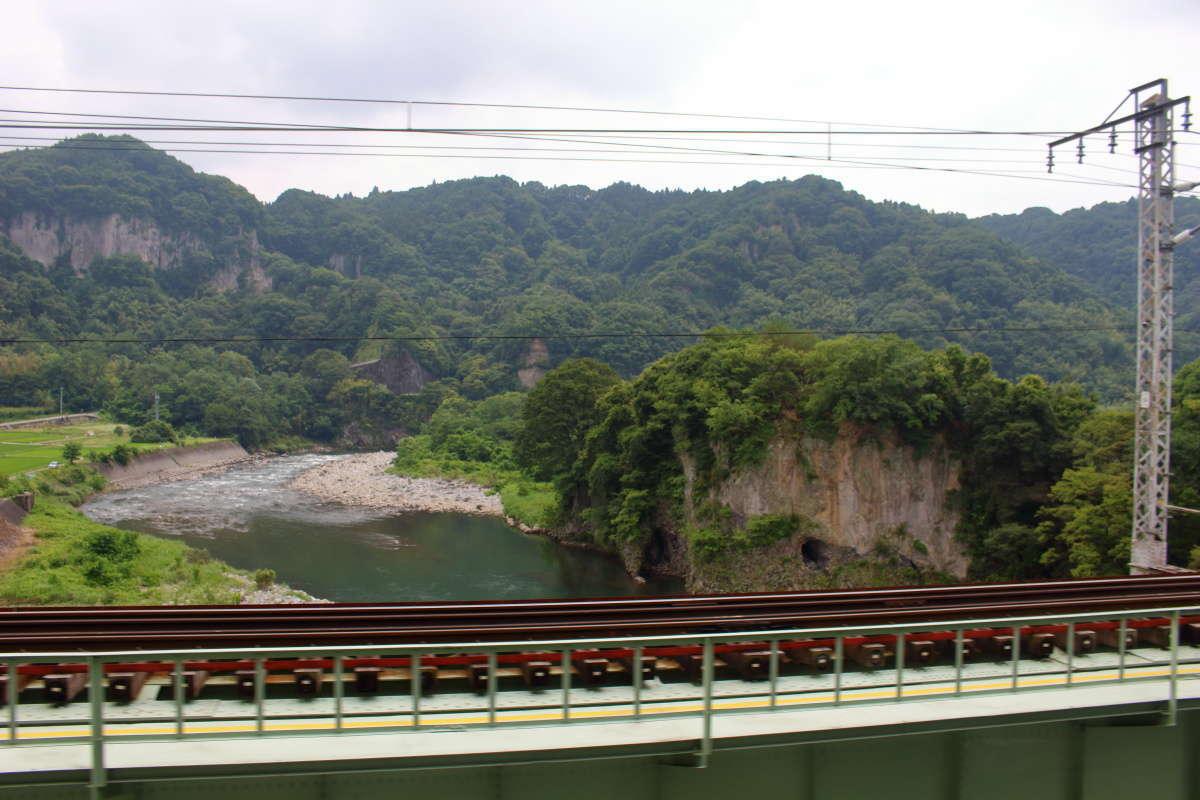 渋川~水上間では利根川の流れも車窓の見どころの一つ