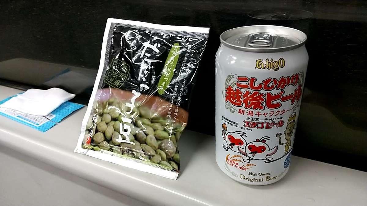 新津を過ぎ、車内がガラガラになったところで乾杯!
