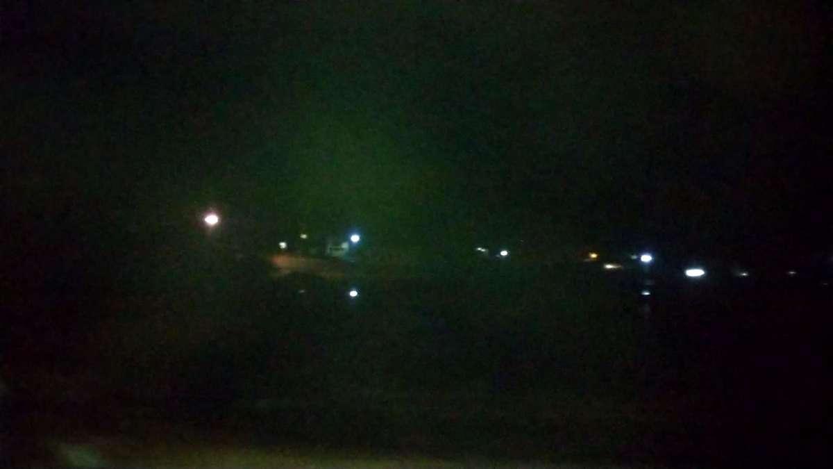 暗闇の中、ぽつぽつとある街頭だけが過ぎ去っていきます