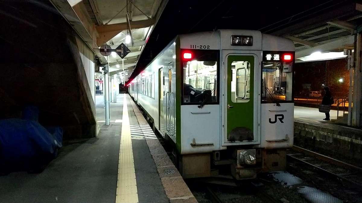 小雪の舞う喜多方駅で5分停車