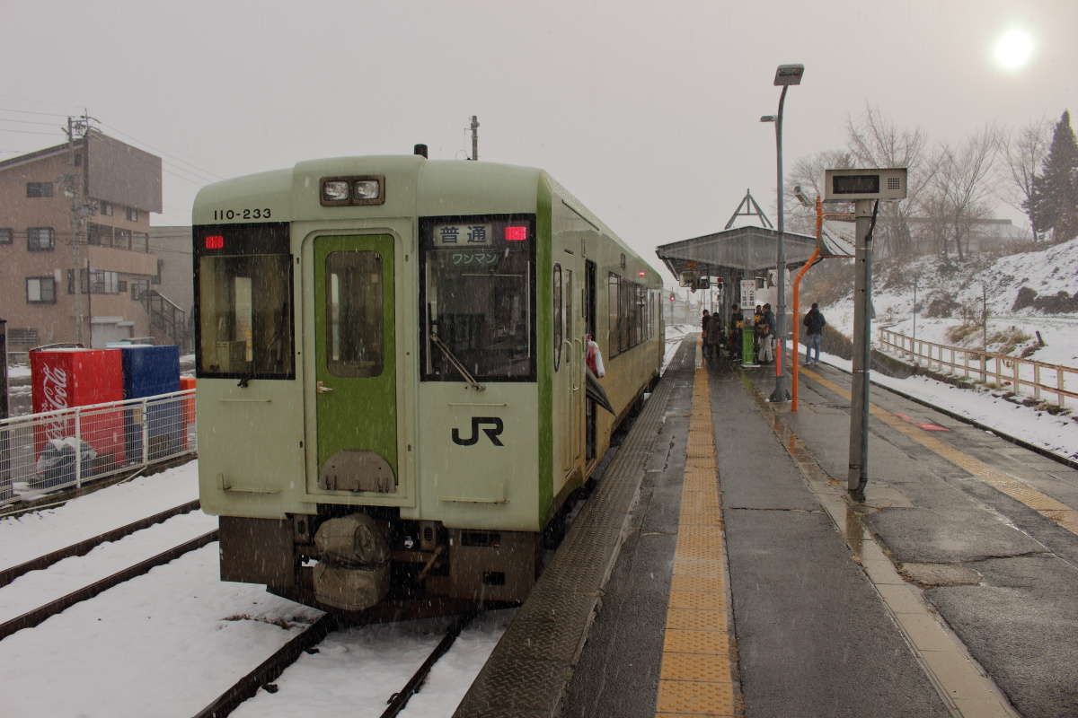 戸狩野沢温泉駅で乗り換えです