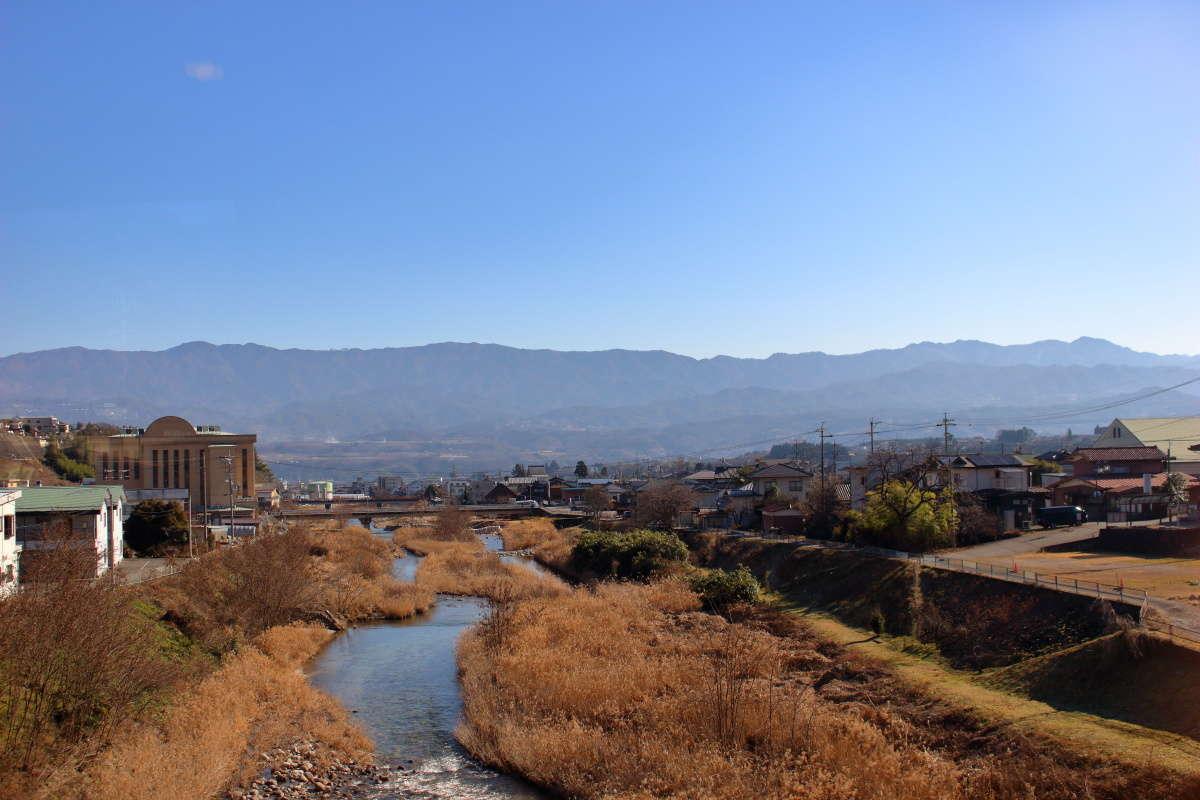 飯田駅直前の橋からは飯田の町が見渡せます
