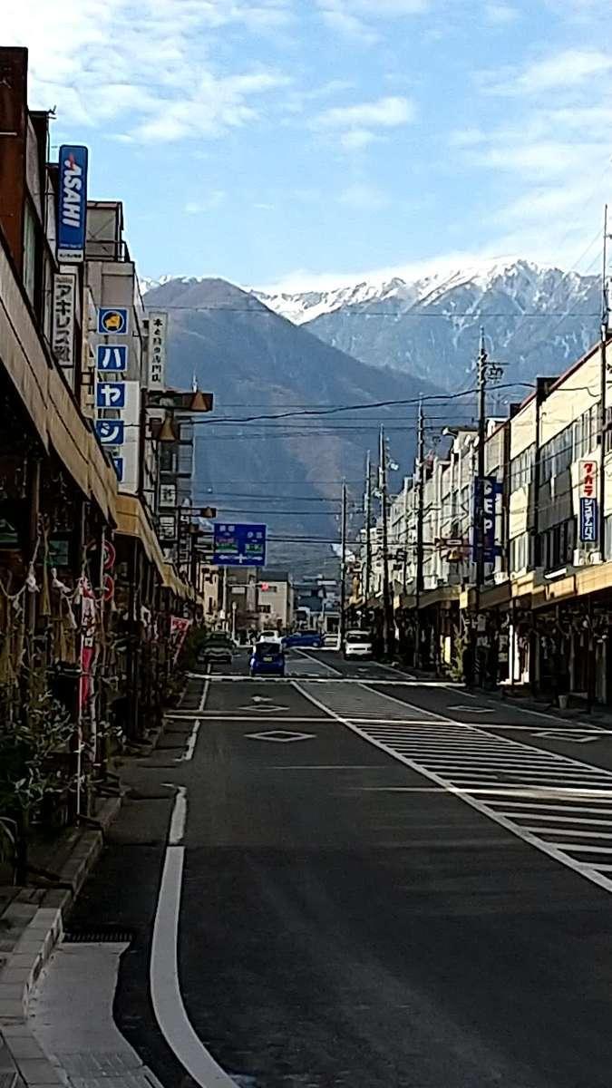駒ヶ根駅前の通りからは駒ケ岳がくっきり!