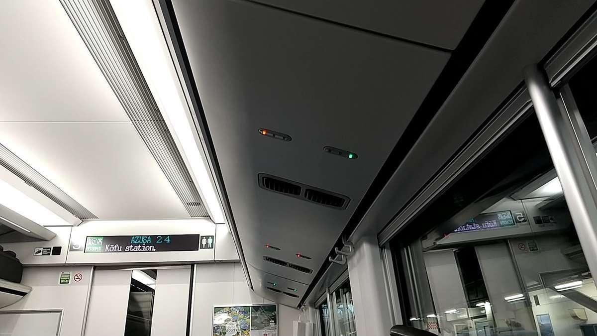 E353系座席上のランプ