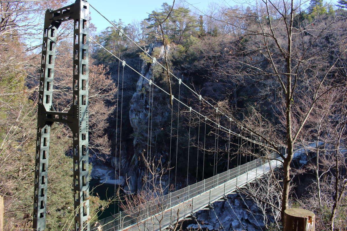 天竜川を渡る吊り橋「つつじ橋」