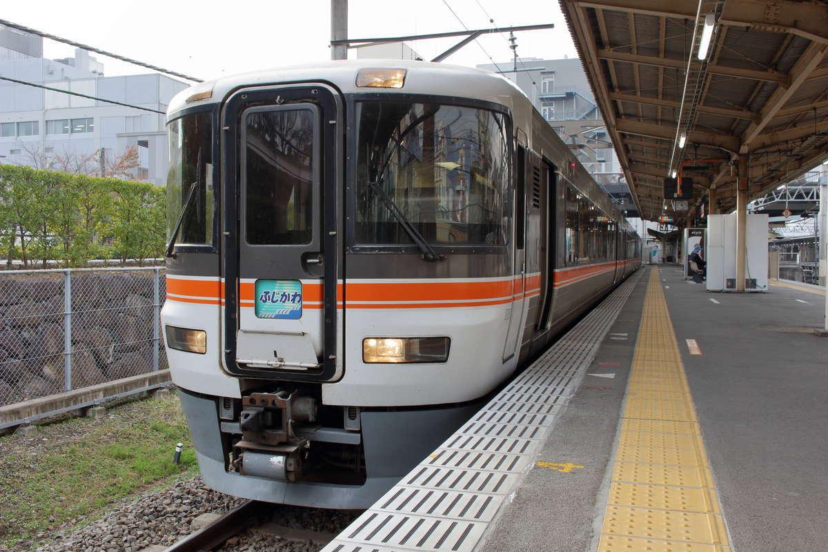 「ホームライナー浜松・静岡」に利用されている373系電車(写真は特急ワイドビューふじかわ)