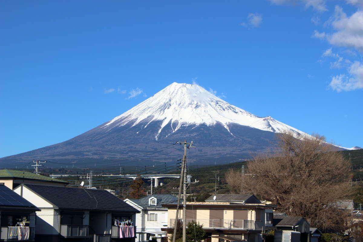 岳南富士岡駅を出て赤渕川の近くで富士山ビュー!