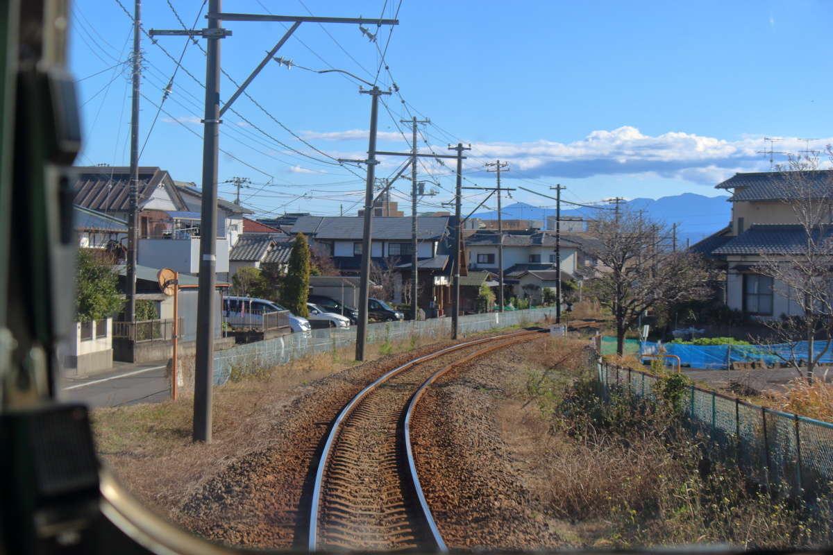 住宅街の中を進むとまもなく終点の岳南江尾駅
