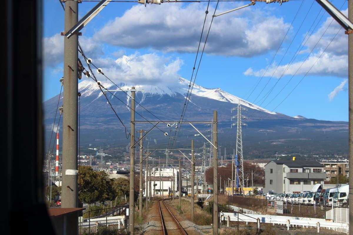 ジヤトコ前~吉原駅間から見られる富士山