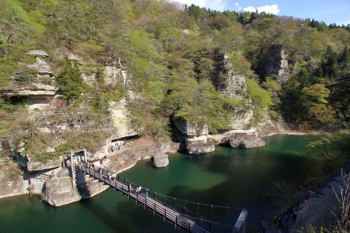 会津鉄道沿線の観光スポット「塔のへつり」
