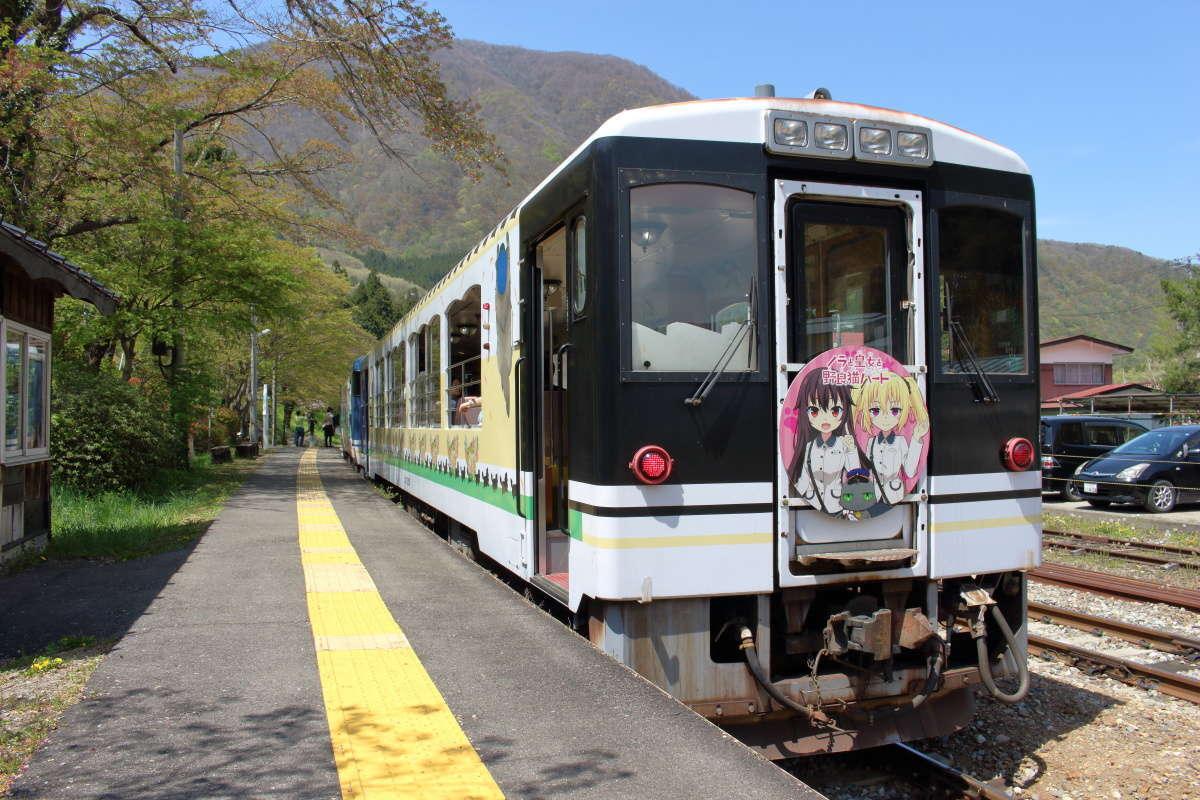 会津鉄道の観光列車「お座トロ展望列車」