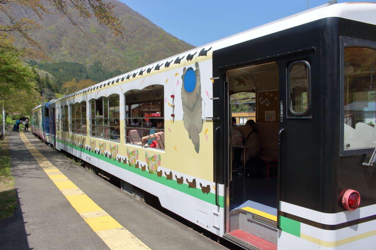 「お座トロ展望列車」のトロッコ車両