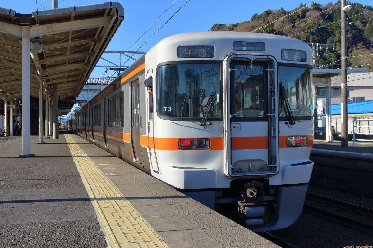 お盆休みの東海道本線の普通列車は混雑に注意!