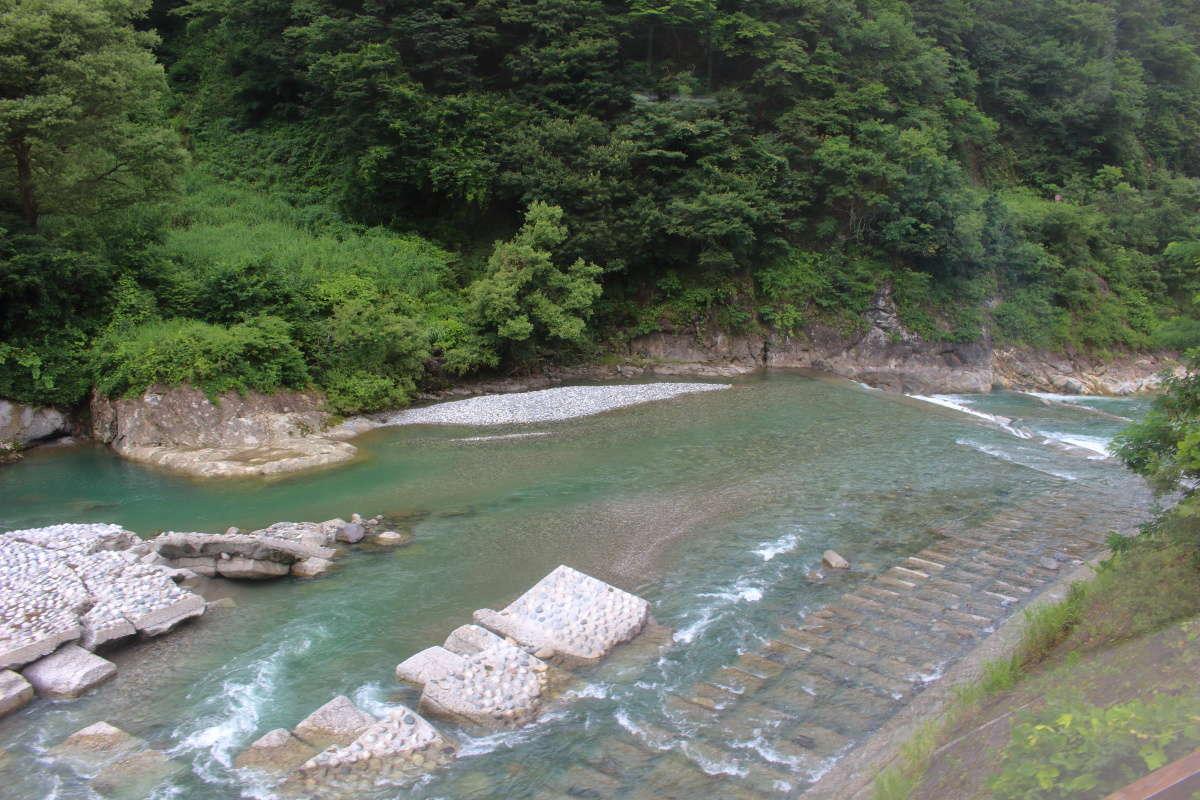 大糸線は何度の姫川を渡ります
