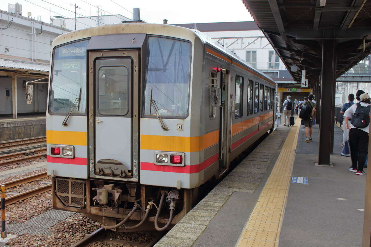 南小谷駅から1時間ちょっとで終点の糸魚川駅に到着