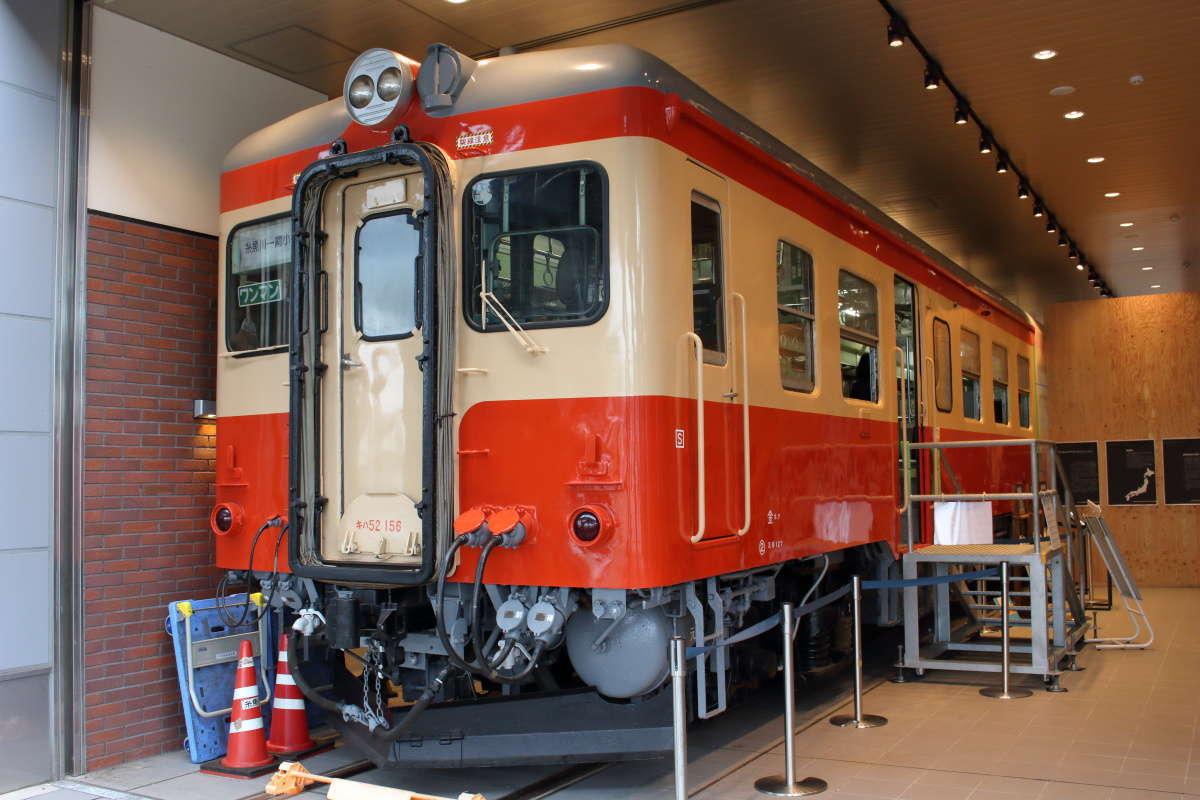 糸魚川駅併設の「糸魚川世界ジオパーク」内にある「キハ52待合室」