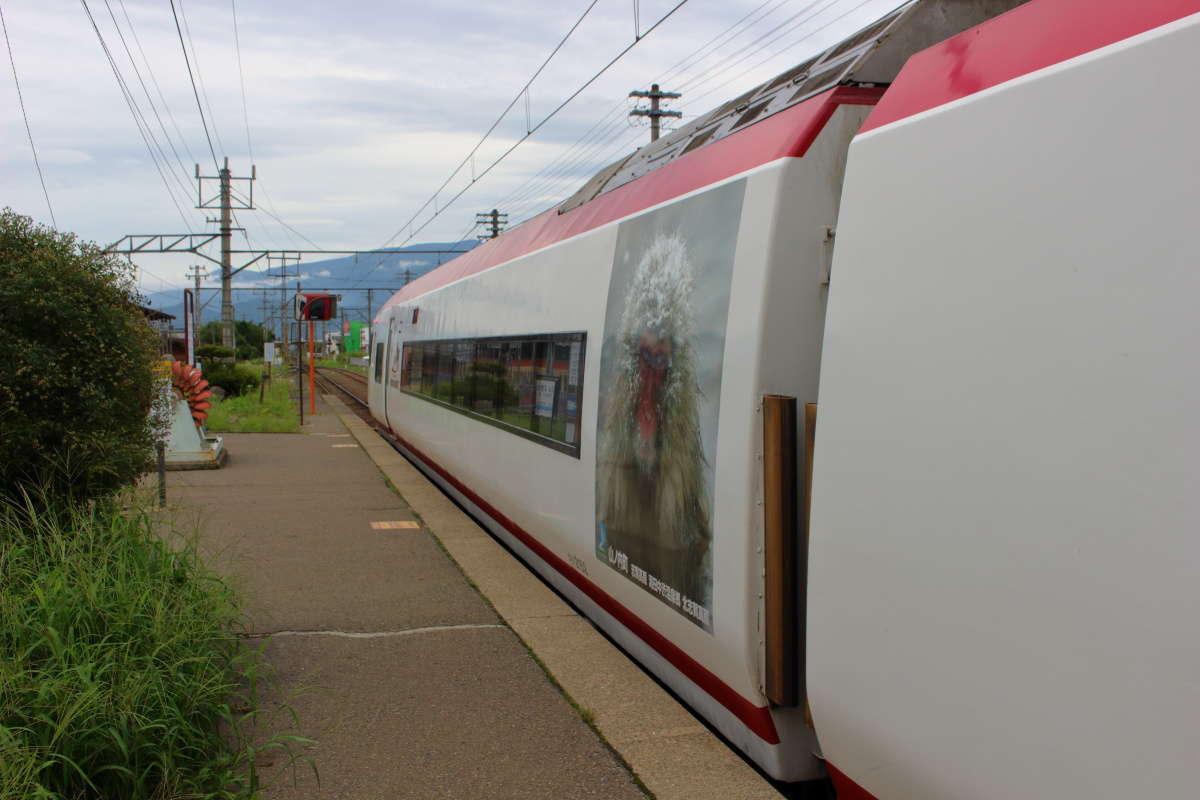 小布施駅から元成田エクスプレスの特急「スノーモンキー」に乗車