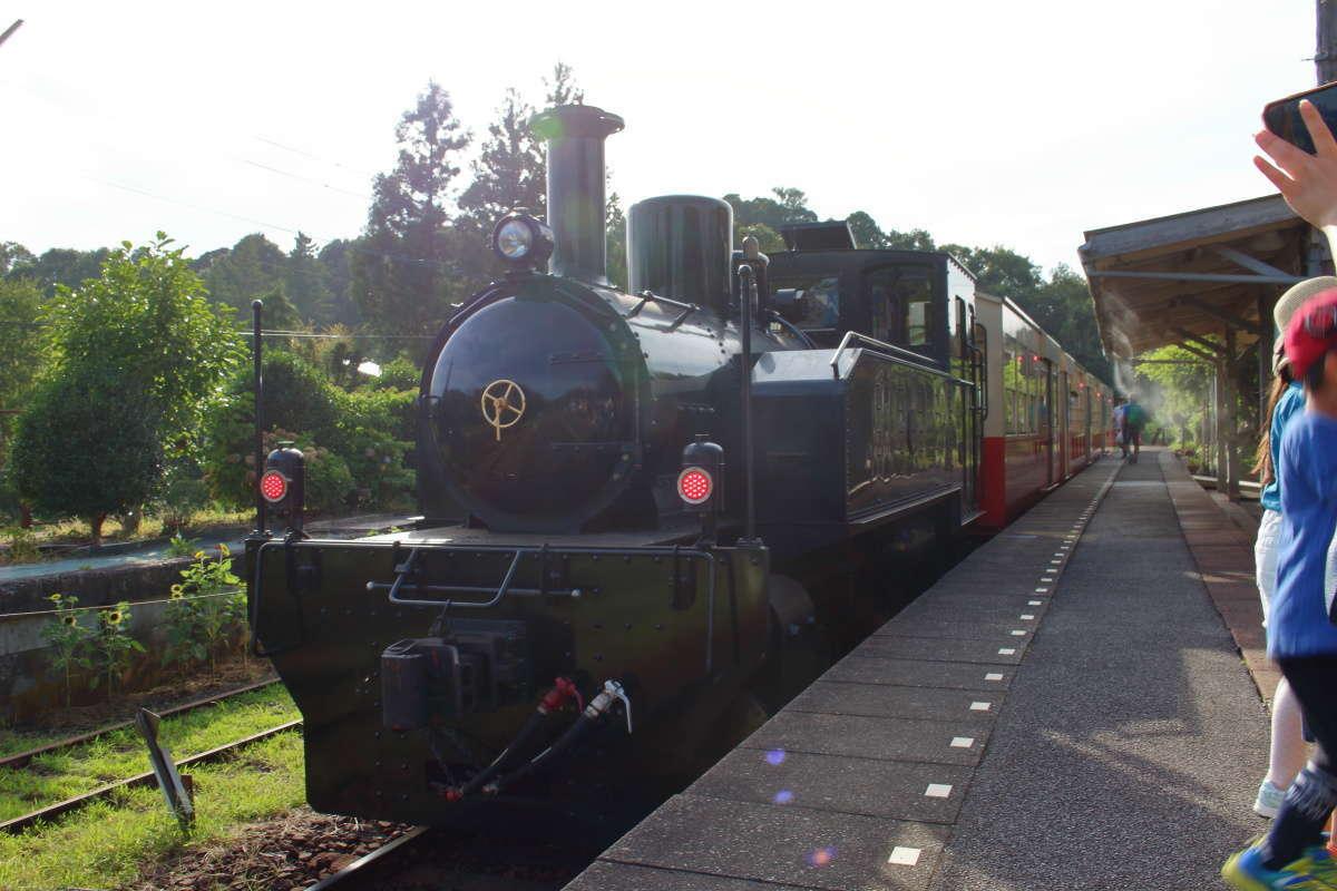 大正時代の蒸気機関車を模した「DB4形機関車」