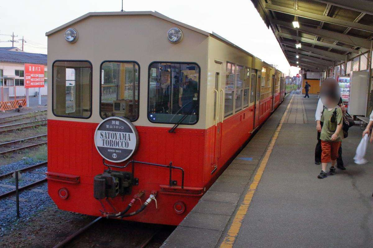 「房総里山トロッコ6号」は養老渓谷から2時間、終点の五井駅に到着